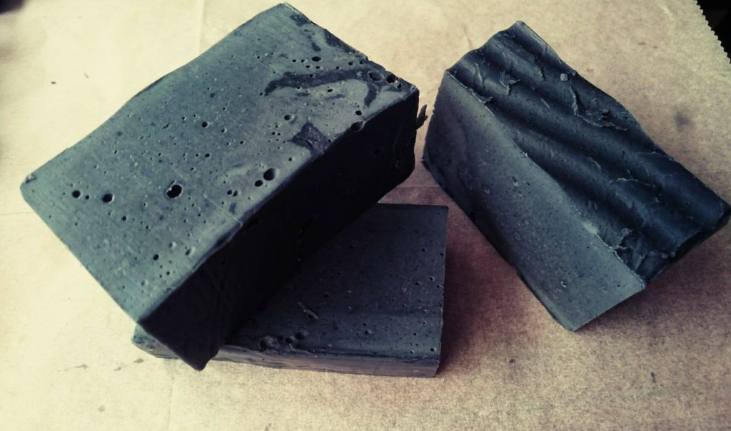 סבון פחם במבוק לעור שמן