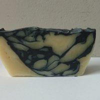 סבון פחם לעור מעורב בריח לבנדר