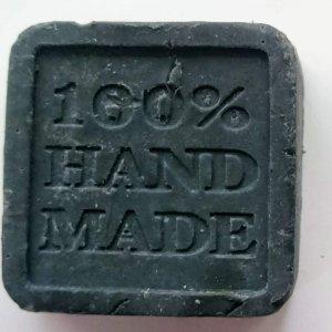 סבון פנים לגבר עם פחם פעיל